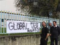 thumbnail of Lavoratori della Global Business in presidio